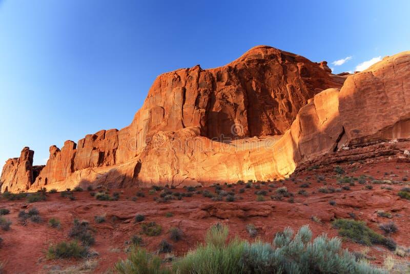 Το τμήμα λεωφόρων πάρκων σχηματίζει αψίδα το εθνικό πάρκο Moab Γιούτα στοκ εικόνα με δικαίωμα ελεύθερης χρήσης