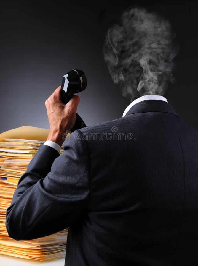 Το τονισμένο κεφάλι επιχειρηματιών εκρήγνυται στοκ φωτογραφίες