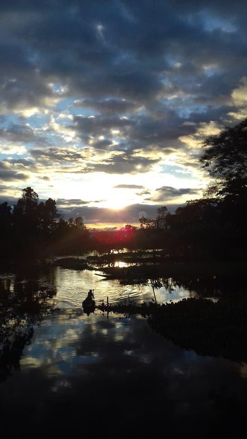 Το τοπίο απογεύματος του ποταμού στοκ εικόνα με δικαίωμα ελεύθερης χρήσης