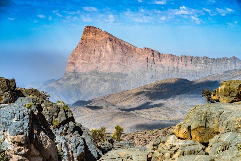Το τοπίο βουνών, Jebel υποκρίνεται, σουλτανάτο του Ομάν στοκ εικόνες