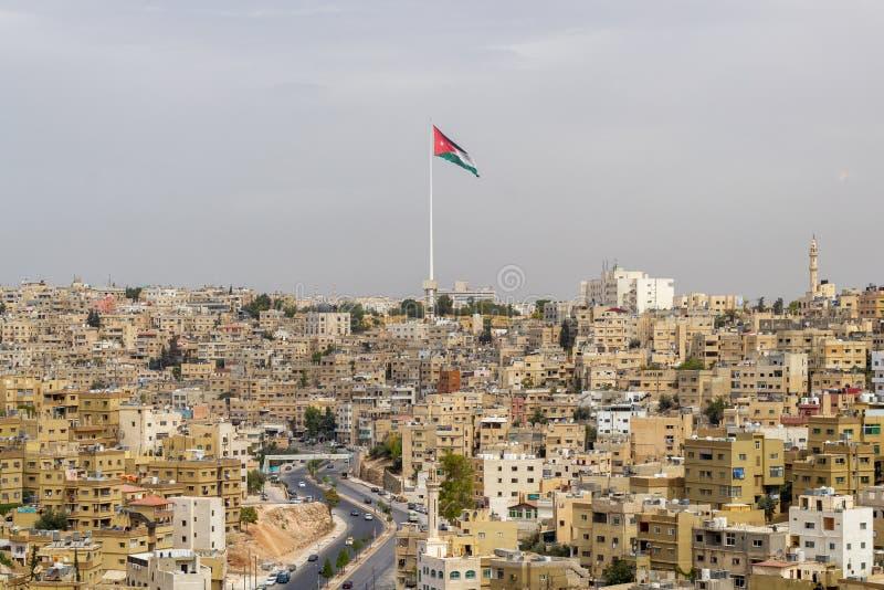 Το τοπίο με το Raghadan Flagpole στο Αμμάν στοκ εικόνες