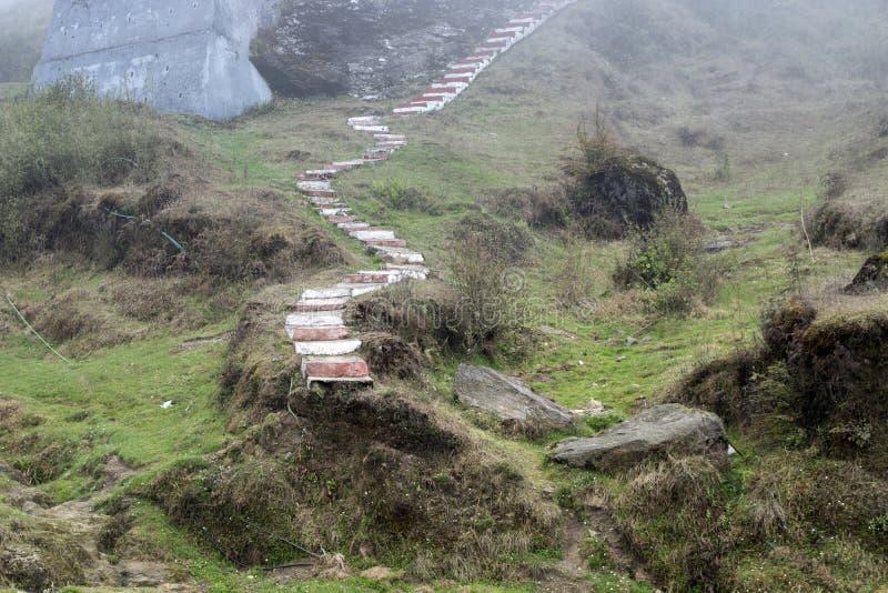 Το τοπίο σε ένα γύρω Darjeeling, Ινδία είναι πράσινο και όμορφο Είναι το φυσικό μέρος του Ιμαλαίαυ όπου κτήματα και garde τσαγιού στοκ εικόνα