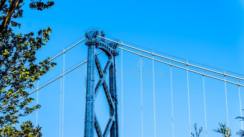 Το τοπ τμήμα ένας από τους καρφωμένους πύργους χάλυβα της γέφυρας πυλών λιονταριών στο Βανκούβερ Π.Χ., Καναδάς στοκ φωτογραφία με δικαίωμα ελεύθερης χρήσης