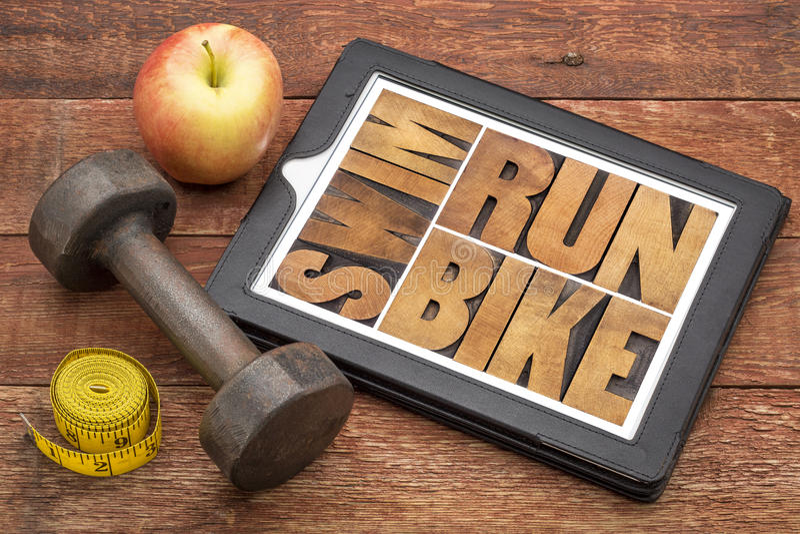 Το τρέξιμο, ποδήλατο, κολυμπά - έννοια ικανότητας στοκ εικόνες