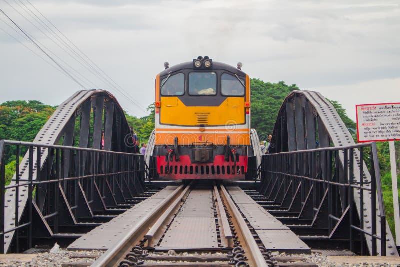 Το τραίνο διέσχιζε τη γέφυρα στοκ φωτογραφία με δικαίωμα ελεύθερης χρήσης
