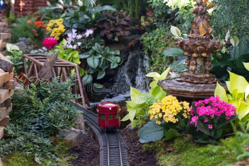 Το τραίνο διακοπών παρουσιάζει στοκ εικόνα