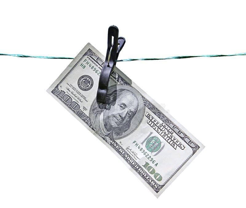 Το τραπεζογραμμάτιο εκατό δολάρια στη σκοινί για άπλωμα που απομονώνεται στοκ εικόνα