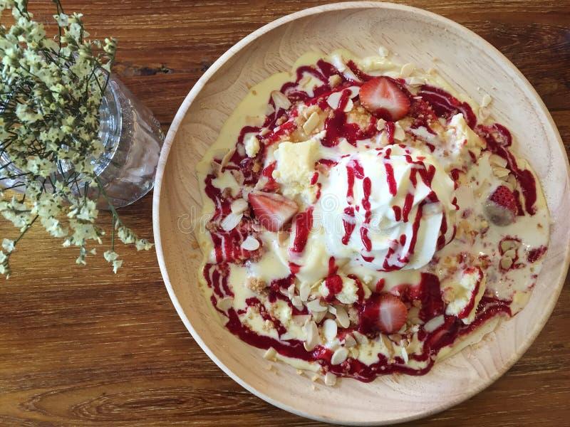 Το τυρί φραουλών crepe στοκ εικόνες