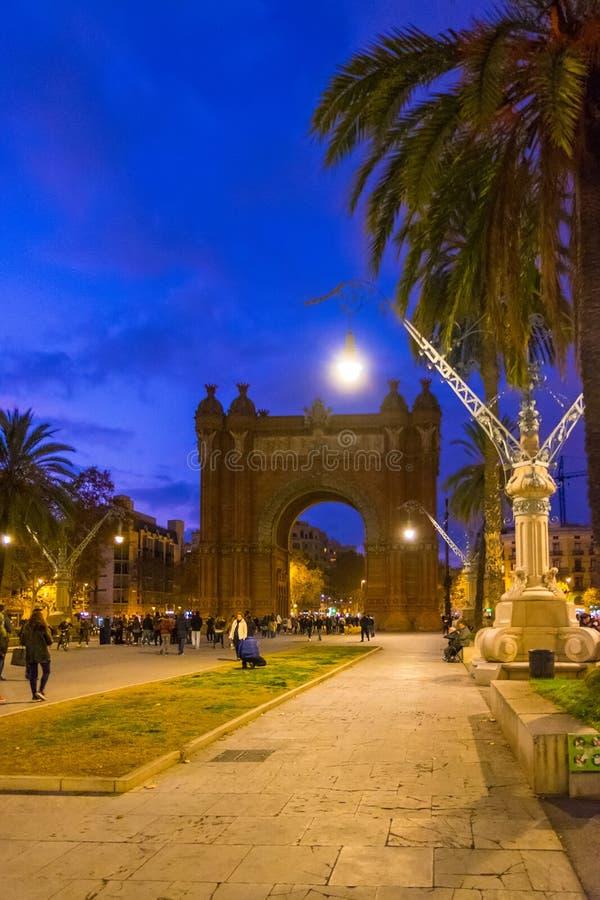 Το τόξο de Triomf στη Βαρκελώνη τη νύχτα, Καταλωνία, Ισπανία στοκ φωτογραφία