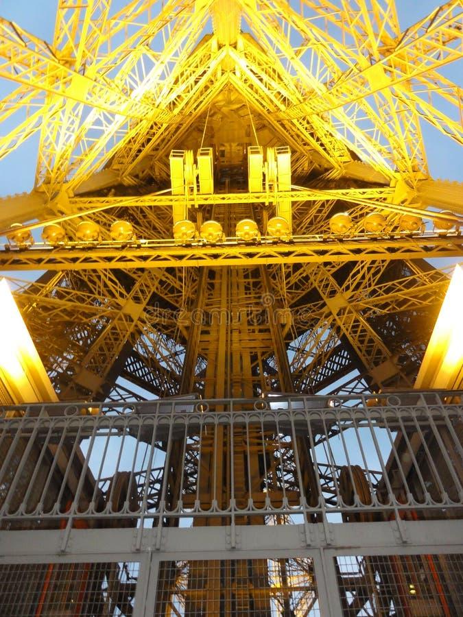Το τόξο de Triomphe στη θέση de λ ` Ã ‰ toile - βλέποντας από απόσταση - Γαλλία στοκ εικόνα