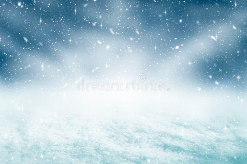 Το υπόβαθρο και οι χιονοπτώσεις Χριστουγέννων με ακτινοβολούν έννοια Χαρούμενα Χριστούγεννα και σκηνικό καλής χρονιάς στοκ εικόνες
