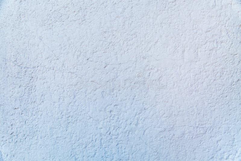 Το υπόβαθρο του γκρίζου χρωματισμένου αποτυπωμένου σε ανάγλυφο τοίχου με ραγισμένο τραχύ τελειώνει στοκ φωτογραφίες με δικαίωμα ελεύθερης χρήσης
