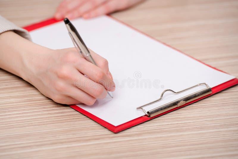 Το υπόμνημα γραψίματος χεριών στην επιχειρησιακή έννοια στοκ εικόνα