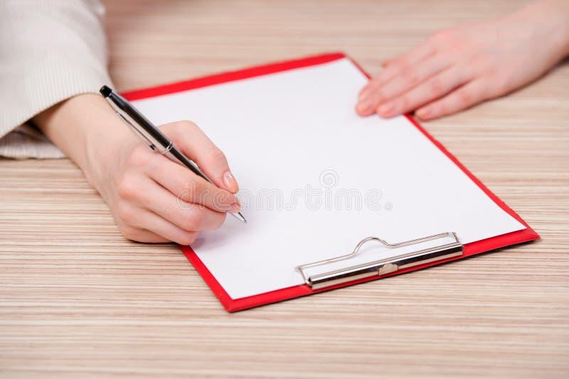 Το υπόμνημα γραψίματος χεριών στην επιχειρησιακή έννοια στοκ εικόνες
