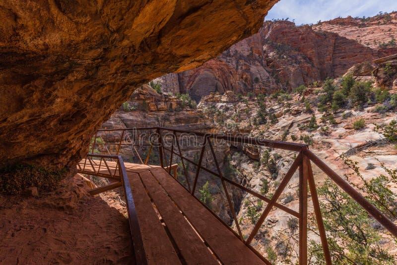 Το φαράγγι αγνοεί τη διάβαση πεζών ιχνών, Zion στοκ φωτογραφίες