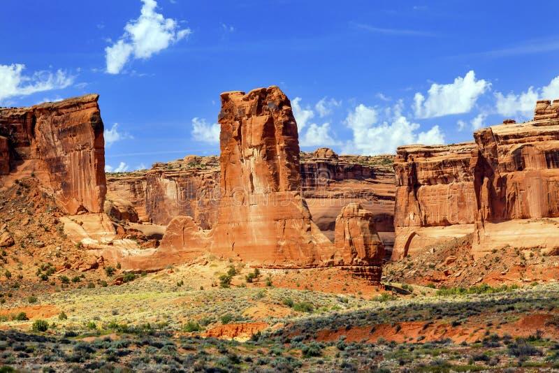 Το φαράγγι σχηματισμών βράχου βράχου προβάτων σχηματίζει αψίδα το εθνικό πάρκο Moab Γιούτα στοκ φωτογραφίες