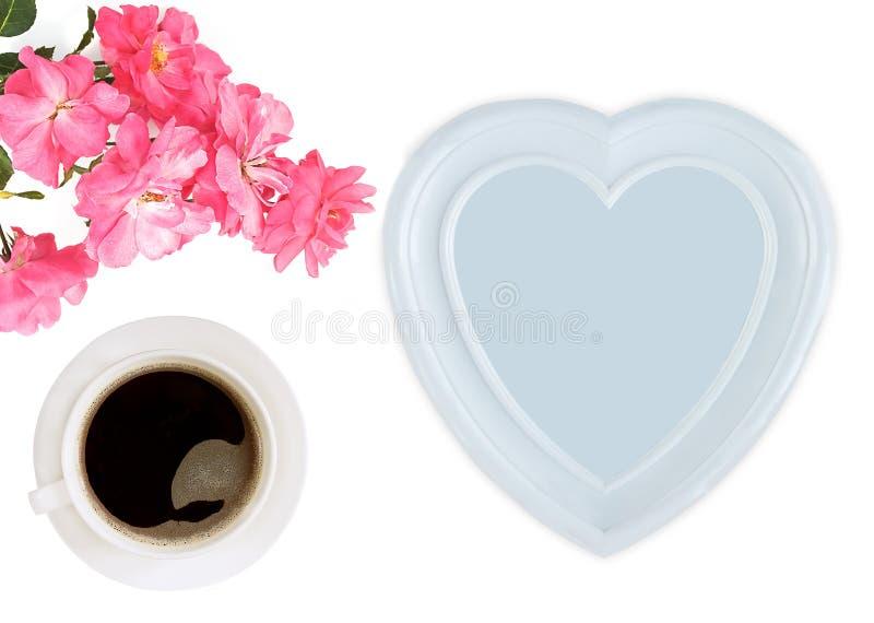 Το φλυτζάνι του coffe, αυξήθηκε, καρδιά μητέρα s ημέρας στοκ εικόνα με δικαίωμα ελεύθερης χρήσης