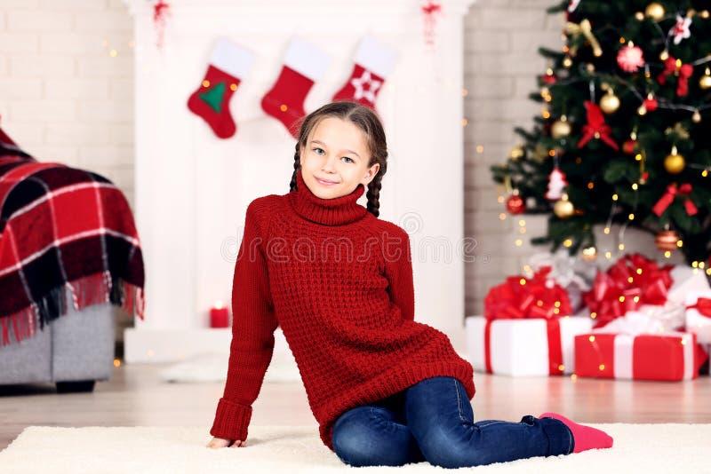 το φοβισμένο πορτρέτο κοριτσιών προσώπου εξέπληξε τις νεολαίες στοκ φωτογραφία με δικαίωμα ελεύθερης χρήσης