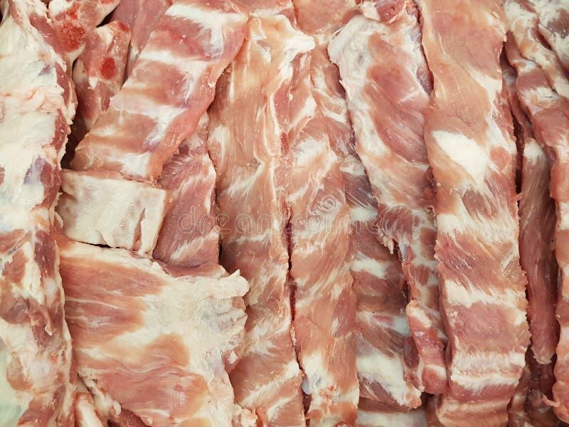 Το φρέσκο χοιρινό κρέας σχίζει στην αγορά στοκ εικόνες