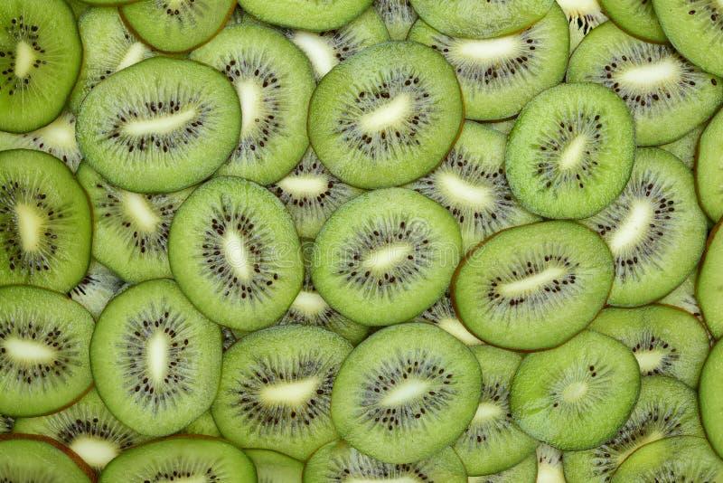 Το φρέσκο kiwifruit τεμαχίζει την κινηματογράφηση σε πρώτο πλάνο στον πίνακα στοκ εικόνα με δικαίωμα ελεύθερης χρήσης