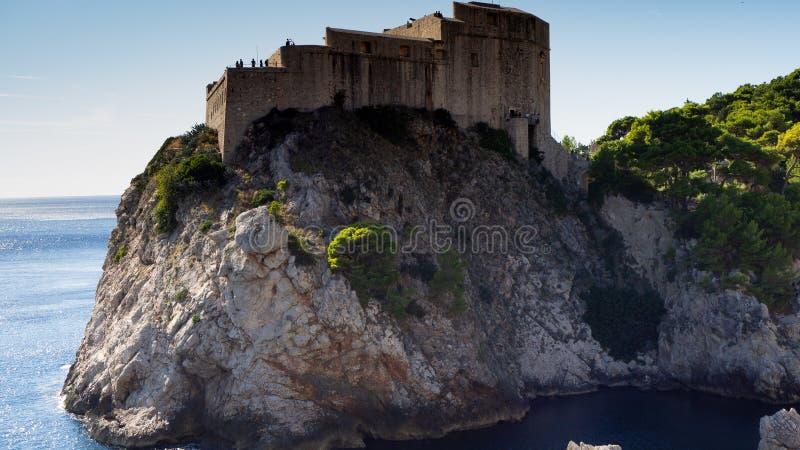 Το φρούριο Lovrijenac είναι ένα παιχνίδι των θρόνων πυροβολώντας το σύνολο σε Dubrovnik στοκ εικόνα