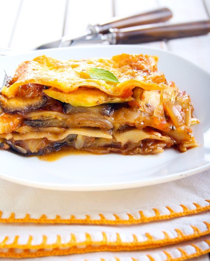 Το φυτικό lasagna ψήνει στοκ εικόνες