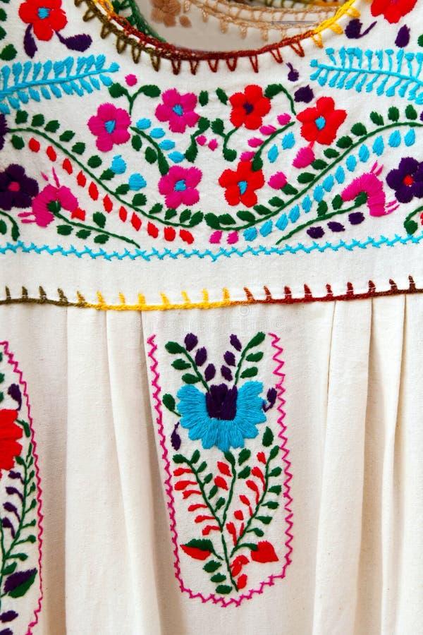 το φόρεμα chiapas κέντησε μεξικ&alpha στοκ φωτογραφία