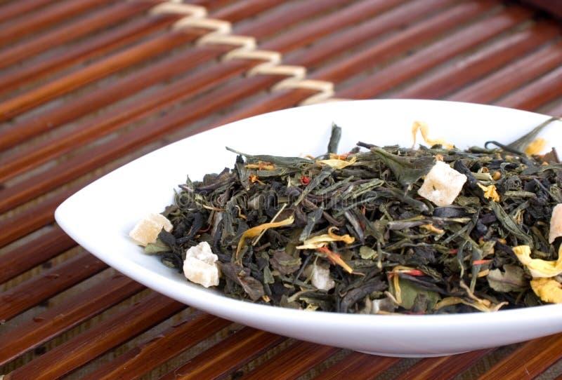 το φύλλο χαλαρώνει το τσάι στοκ εικόνες