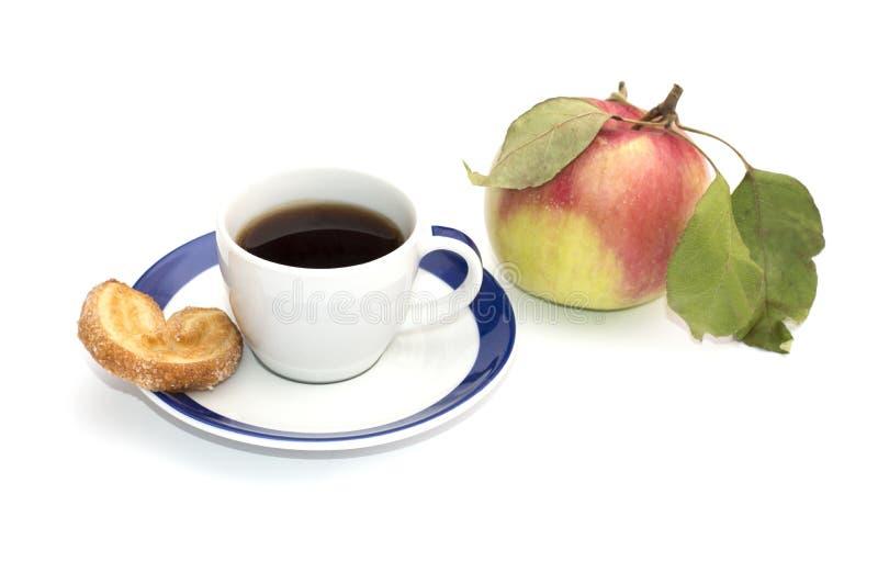 Το φλιτζάνι του καφέ, το ένα ψήσιμο και μήλο, απομονώνουν στοκ εικόνες