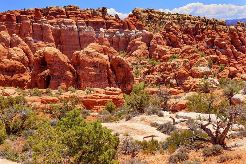 Το φλογερό φαράγγι βράχου Hoodoos φούρνων σχηματίζει αψίδα το εθνικό πάρκο Moab Γιούτα στοκ φωτογραφία με δικαίωμα ελεύθερης χρήσης