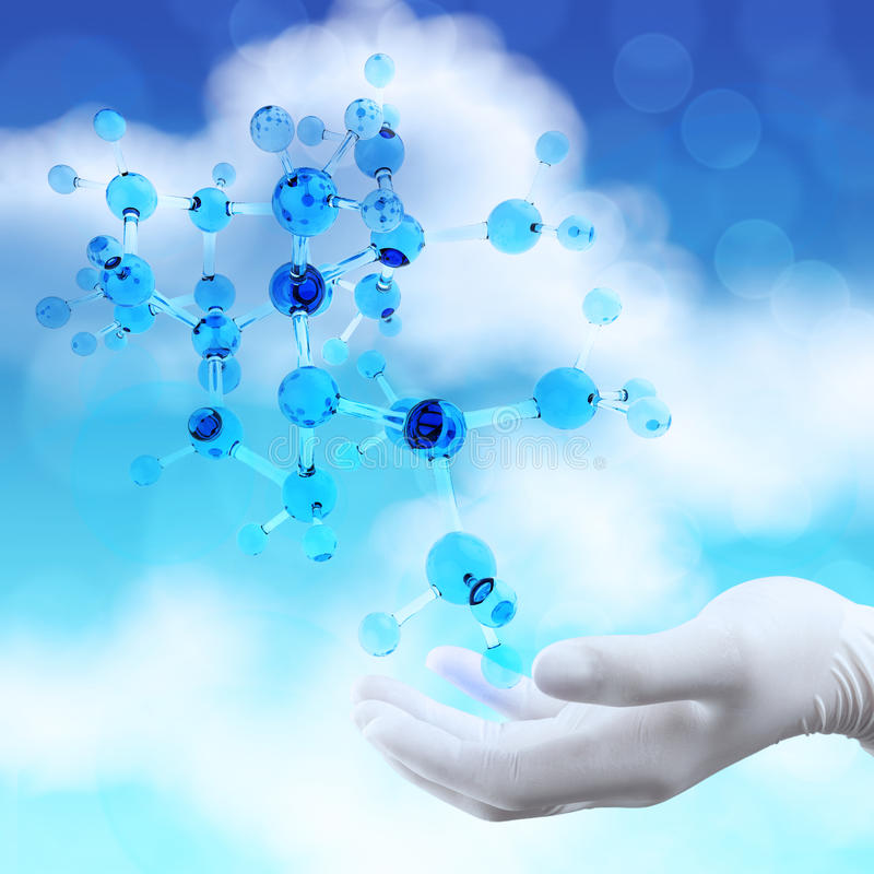 Το χέρι γιατρών επιστημόνων κρατά εικονικό τρισδιάστατο στοκ εικόνα