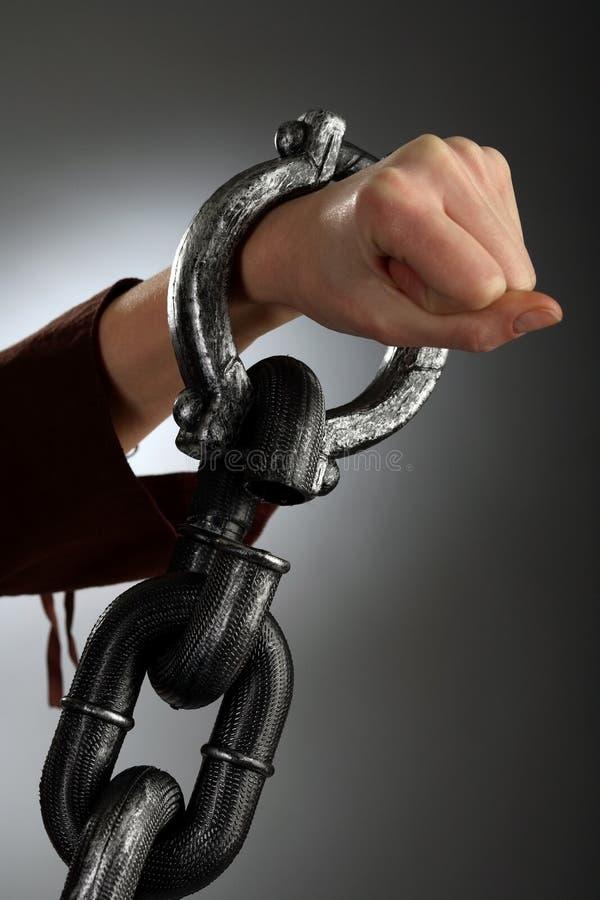 το χέρι δένει τη μεγάλη γυν&al στοκ φωτογραφία με δικαίωμα ελεύθερης χρήσης