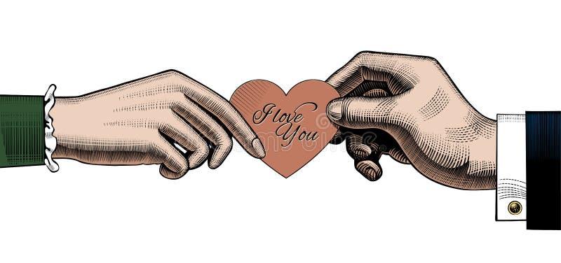 Το χέρι του άνδρα δίνει ένα κόκκινο ανήλθε στη γυναίκα μια κόκκινη καρδιά με σ' αγαπώ ελεύθερη απεικόνιση δικαιώματος