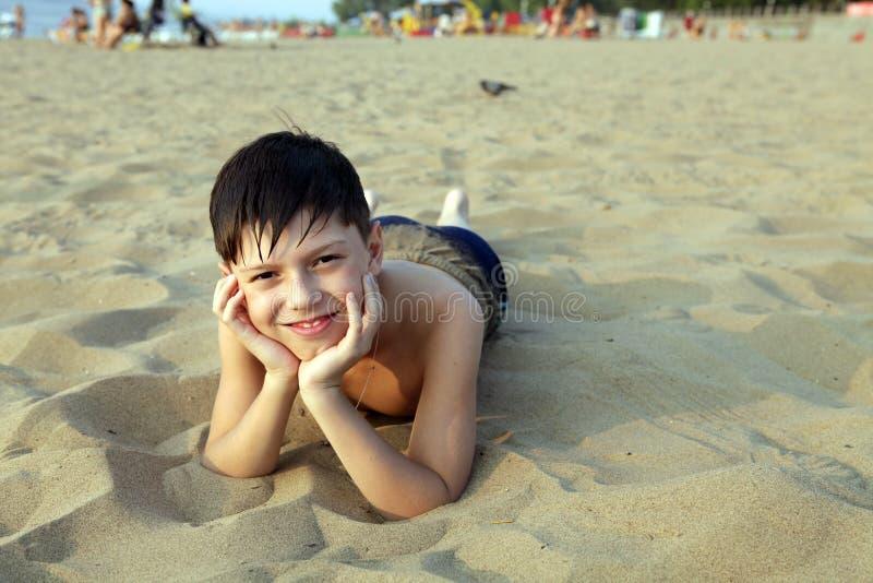 το χαμόγελο αγοριών παρα& στοκ εικόνες με δικαίωμα ελεύθερης χρήσης