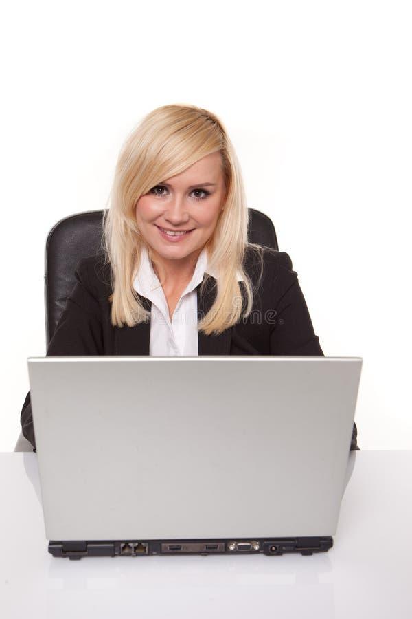το χαμόγελο γραμματέων lap-top της στοκ εικόνες με δικαίωμα ελεύθερης χρήσης