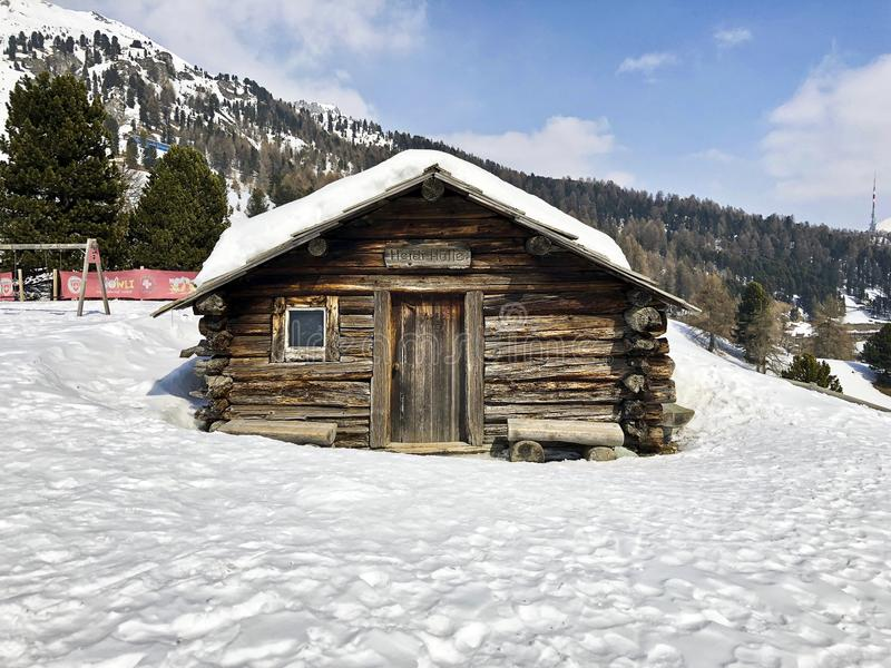 Το χαρακτηριστικό ξύλινο σπίτι της Heidi σε Άγιο Moritz, Switzerla στοκ εικόνες