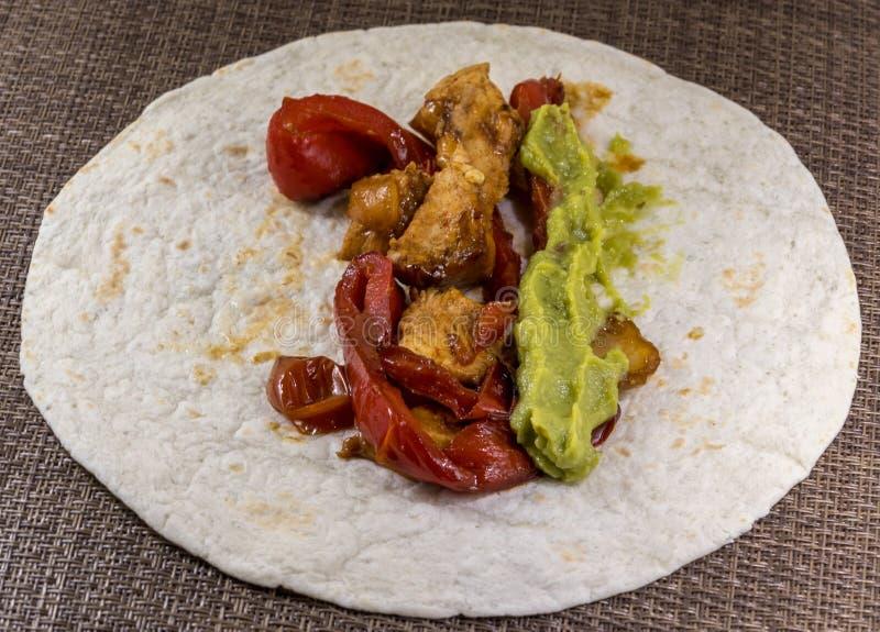 Το χαρακτηριστικό fajita μαγείρεψε το μεξικάνικο πιάτο στοκ φωτογραφία