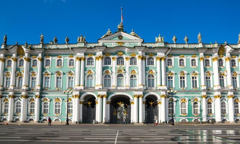 Το χειμερινό παλάτι στην Άγιος-Πετρούπολη, Ρωσία στοκ εικόνα με δικαίωμα ελεύθερης χρήσης