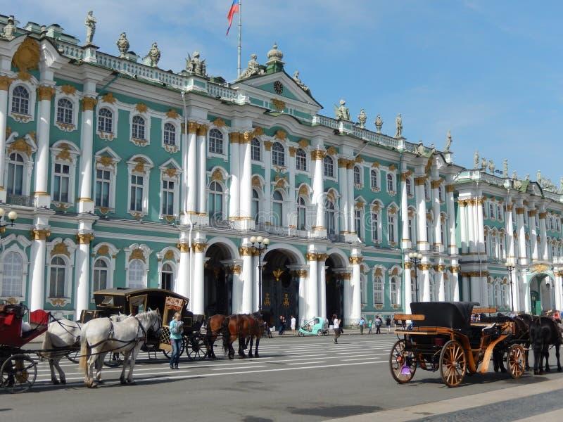 Το χειμερινό παλάτι Άγιος-Πετρούπολη Ρωσία στοκ εικόνες με δικαίωμα ελεύθερης χρήσης