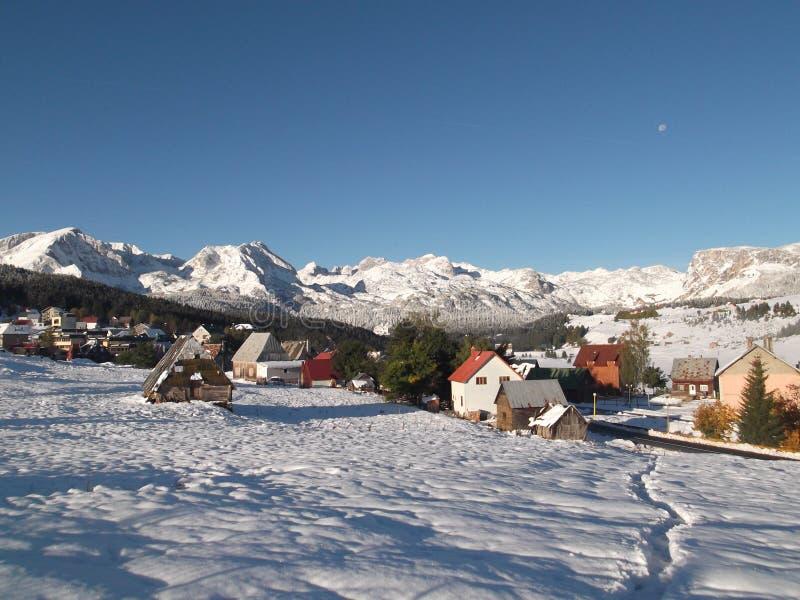 Το χιονισμένο Durmitor και το Å ½ abljak στοκ εικόνες