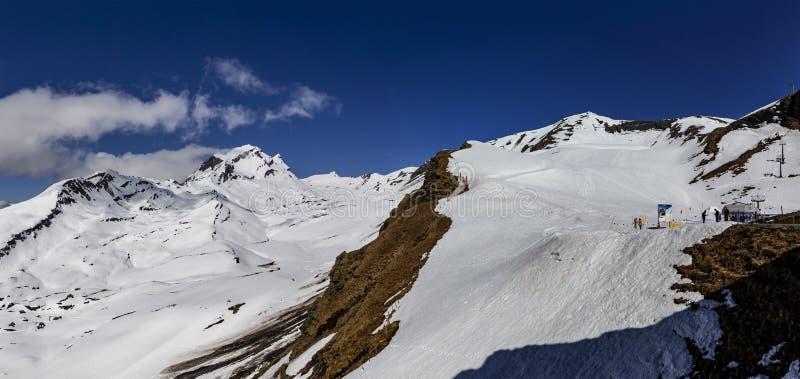 Το χιόνι στο υψηλό βουνό οξύνει καταρχάς στην ΕΕ Grndelwald Ελβετία στοκ εικόνες