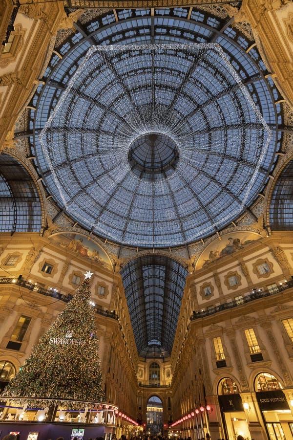 Το χριστουγεννιάτικο δέντρο σε Galleria Vittorio Emanuele στοκ εικόνες με δικαίωμα ελεύθερης χρήσης
