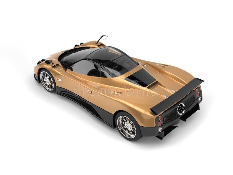 Το χρυσό φύλλο χρωμάτισε το έξοχο αυτοκίνητο με τις λαμπρές μαύρες επιτροπές - τοπ κάτω πίσω άποψη απεικόνιση αποθεμάτων