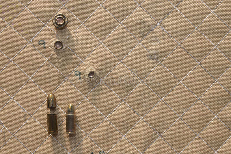 Το χτύπημα πυροβόλησε 9mm σε Kevlar στοκ φωτογραφία με δικαίωμα ελεύθερης χρήσης