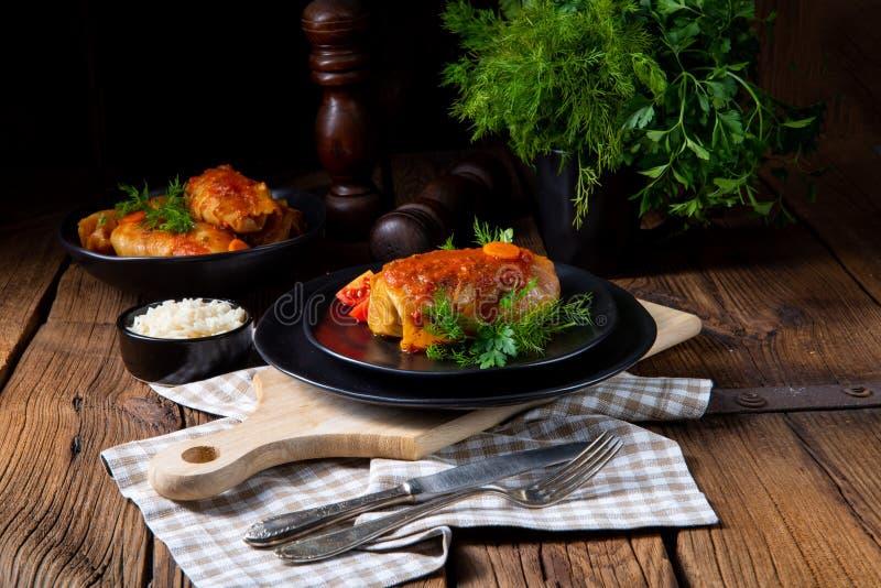 Το ψημένο λάχανο κυλά με το ρύζι και τον κιμά σύμφωνα με τη συνταγή των omas στοκ εικόνες με δικαίωμα ελεύθερης χρήσης