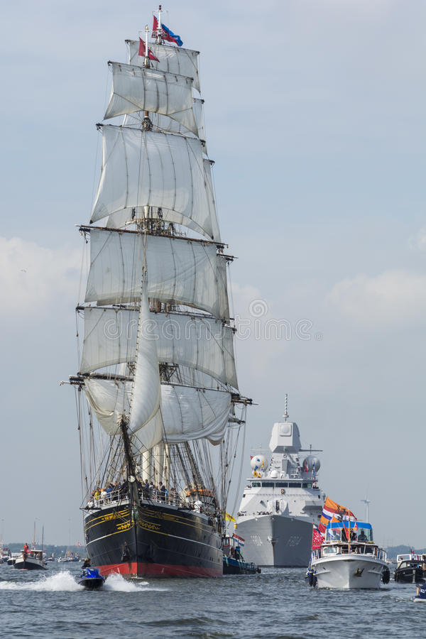 Το ψηλό σκάφος το Stad Άμστερνταμ πλέει από IJmuiden στο Άμστερνταμ στοκ εικόνα
