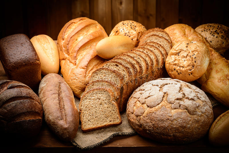 το ψωμί απομόνωσε το λευκό στοκ φωτογραφίες με δικαίωμα ελεύθερης χρήσης