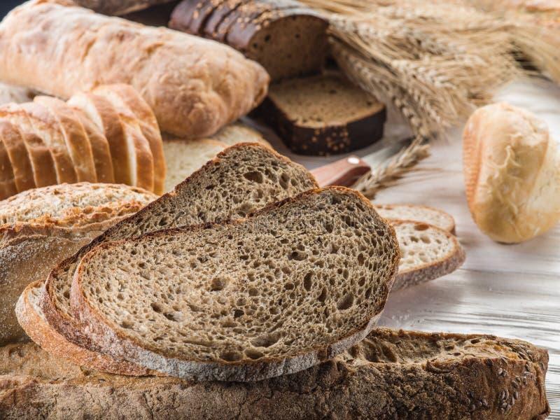 Το ψωμί και ένας σίτος στοκ εικόνα με δικαίωμα ελεύθερης χρήσης