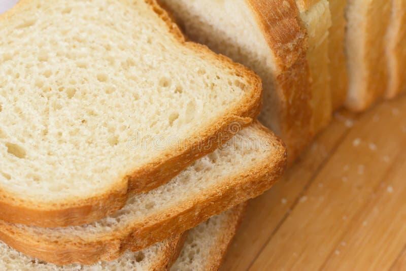 το ψωμί τεμάχισε το λευκό στοκ εικόνα