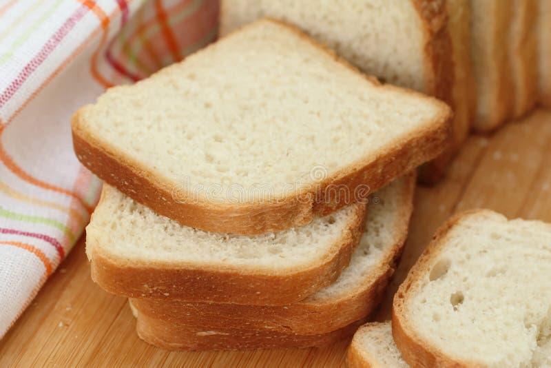 το ψωμί τεμάχισε το λευκό στοκ φωτογραφία με δικαίωμα ελεύθερης χρήσης